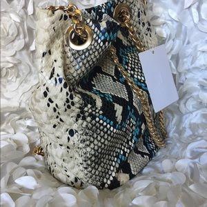 Handbags - 🌸🌸Python bucket style purse